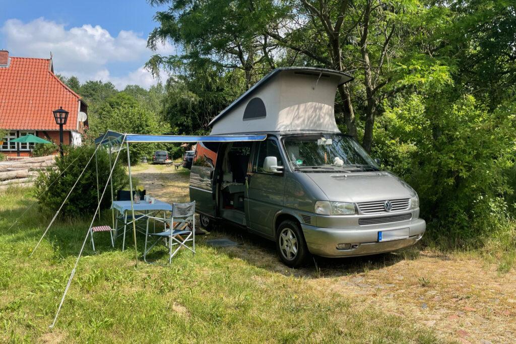 Camper im Garten